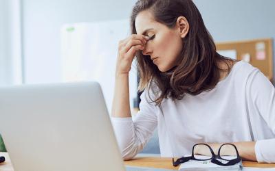 Dor de cabeça pode estar associada a problemas na mandíbula