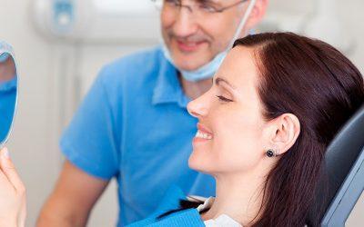 Conheça os tipos de próteses dentárias removíveis